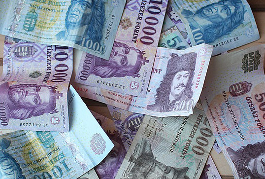 A közpénzügyi gondolkodás megújítása a közgazdaságtan  és az oktatás korszerűsítése révén